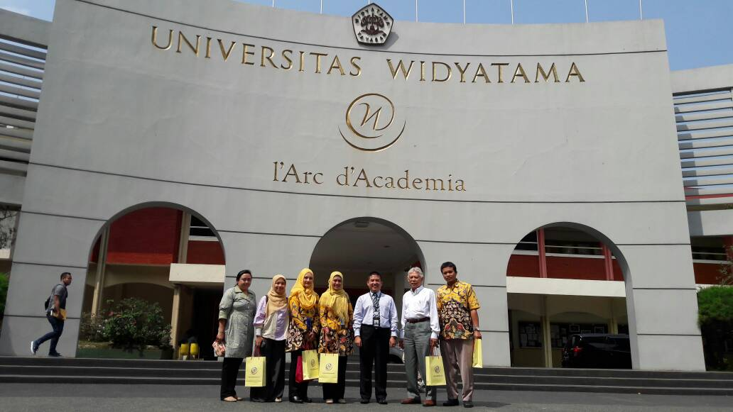 Benchmarking Sekolah Tinggi Farmasi Bandung ke Universitas Widyatama
