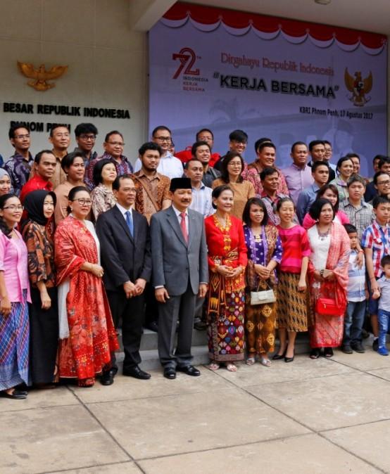 9 Mahasiswa Universitas Widyatama Ikuti Upacara HUT RI ke-72 di KBRI Phnom Penh, Kamboja