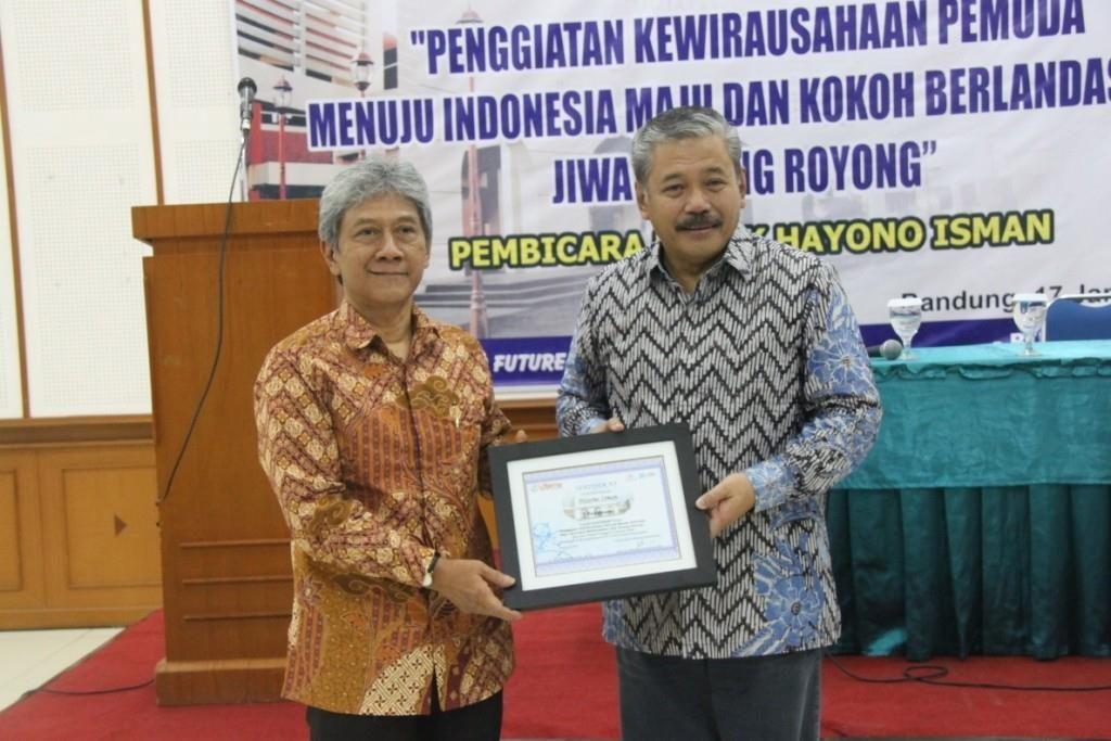 Kuliah Umum Bapak Hayono Isman di Universitas Widyatama