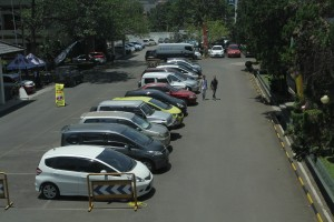 fasilitas dan sarana parkir di universitas widyatama