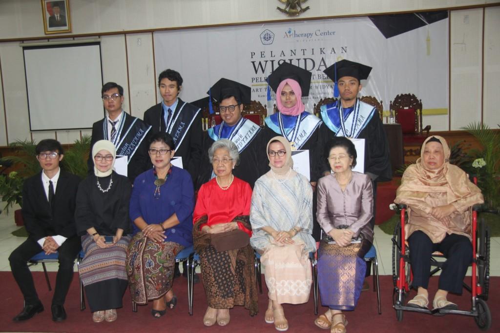 IMG 4597 1024x683 - Art Therapy Center Widyatama Selenggarakan Wisuda Perdana Mahasiswa Penyandang Disabilitas