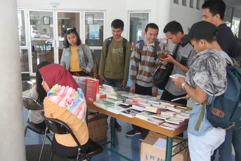 Pustakaloka Universitas Widyatama Gelar Bursa Buku Murah