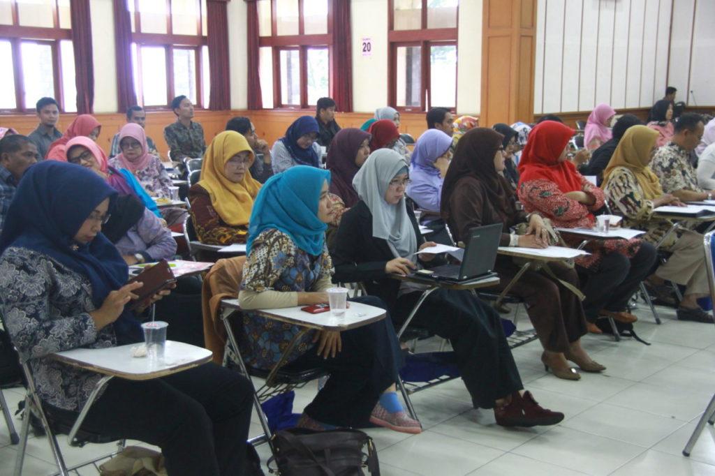 IMG 9503 1024x682 - Fakultas Bahasa Universitas Widyatama Selenggarakan Forum Dialog dengan Musyawarah Guru Mata Pelajaran tingkat SMA/SMK