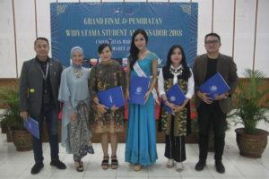 IMG 0386 300x200 - Universitas Widyatama Kembali Menobatkan 7 Mahasiswa berprestasi sebagai Widyatama Student Ambassador