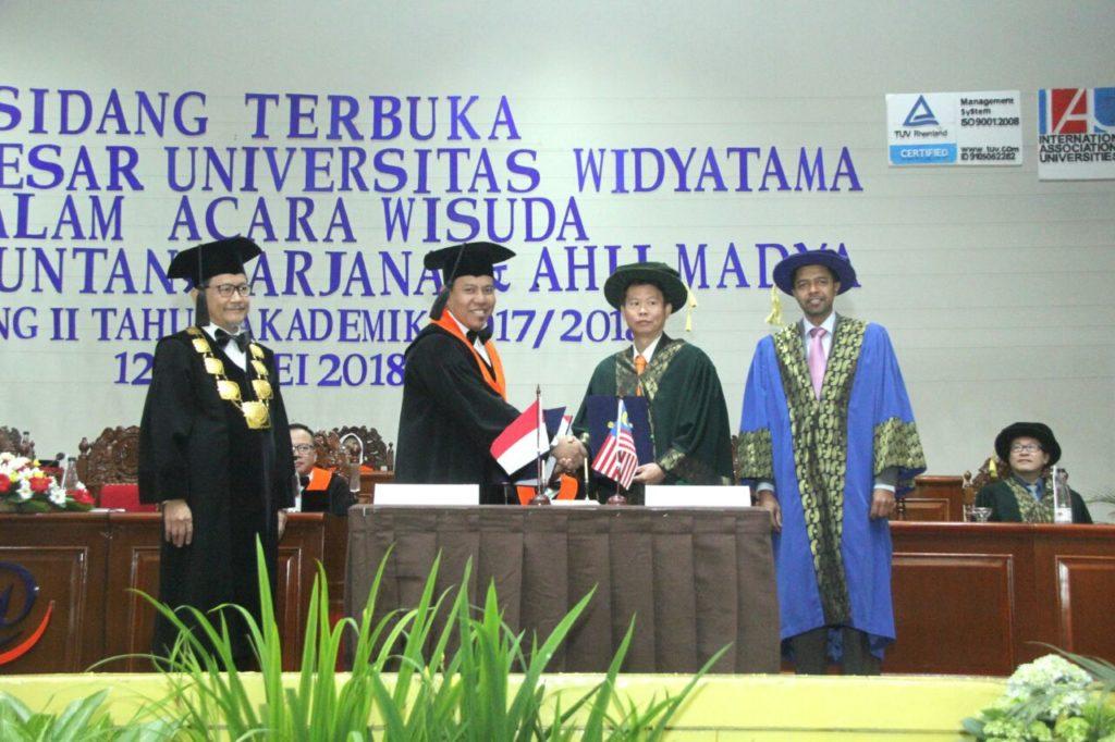 WhatsApp Image 2018 05 17 at 09.21.06 1 1024x682 - President Multimedia University Malaysia Attends Widyatama University Graduation Ceremony