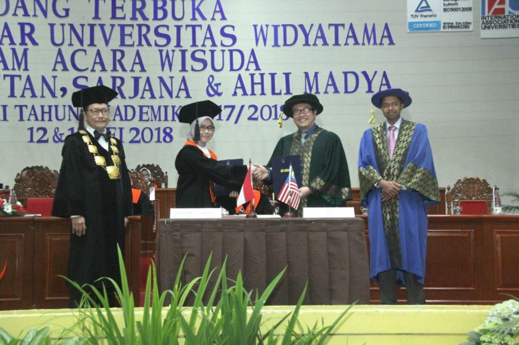 WhatsApp Image 2018 05 17 at 09.21.07 1 1024x682 - President Multimedia University Malaysia Attends Widyatama University Graduation Ceremony