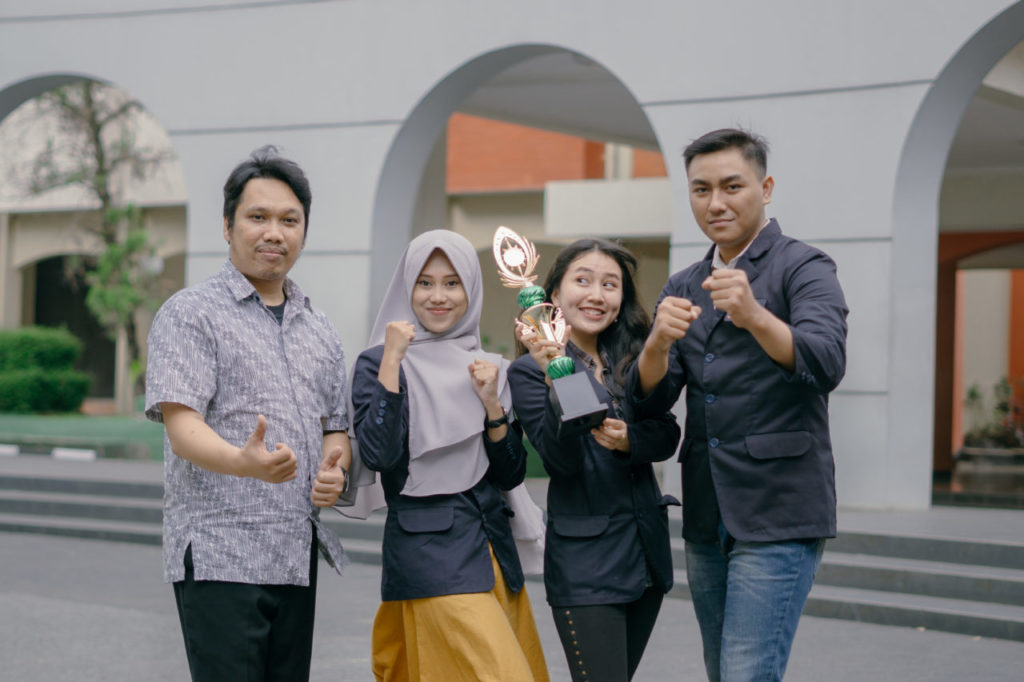 Widyatama Business Plan 4 1024x682 - Mahasiswa Universitas Widyatama Meraih Juara 1 di Business Plan Competition 2018 Unair Banyuwangi