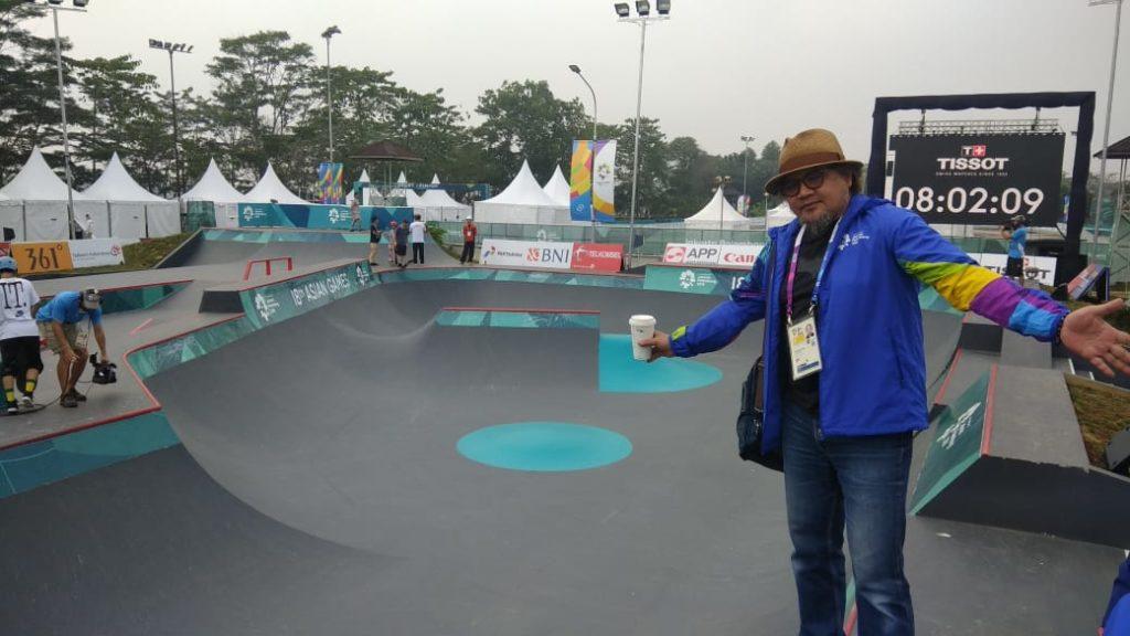 Palembang,- Ketua Program Studi Desain Grafis Universitas Widyatama (UTama) sekaligus salah satu Skateboarder di Indonesia, Rudy Farid, ditunjuk menjadi salah satu juri di ajang Asian Games 2018. Rudi didapuk menjadi Park Skate Judges atau Juri untuk Kategori Park Skate di ajang olahraga bergengsi di level dunia tersebut mulai tanggal 28 Agustus hingga 29 Agustus 2018.