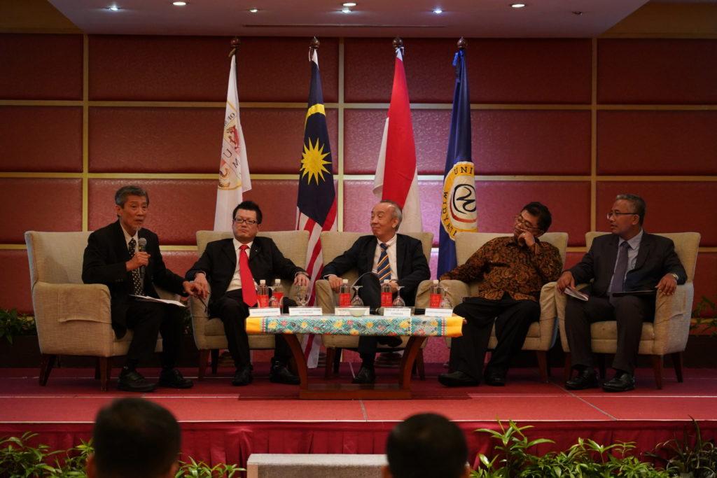 Sebanyak 80 karya ilmiah (paper) dari dosen dan peletiti yang berasal dari sejumlah negara berhasil dipresentasikan pada Konferensi Internasional Business Policy & Society yang berlangsung dua hari 27-28 Nopember 2018 di Kuala Lumpur, Malaysia.