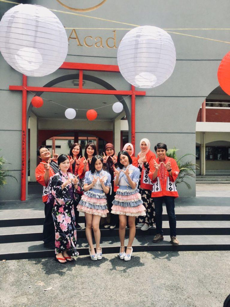 "Sabtu (16/2) Dosen dan mahasiswa Program Studi Bahasa Jepang Universitas Widyatama mempersembahkan WIDYATAMA JAPAN MATSURI (WJM) 2019 yang bertajuk ""KISARAGI NO SEIYA"", Acara ini merupakan kegiatan tahunan yang diadakan di Gedung Serba Guna (GSG)  Widyatama oleh program studi bahasa jepang untuk mengasah kemampuan anak anak SMA di seluruh Jawa Barat tentang jepang (budaya/bahasa) dan menyalurkan hobi maupun bakatnya baik di bidang akademik maupun non-akademik di Japan matsuri."