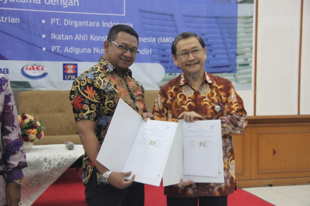 MOU 5 1024x682 - Sarasehan Fakultas Teknik Universitas Widyatama & Penandatanganan MoU Dengan Berbagai Industri
