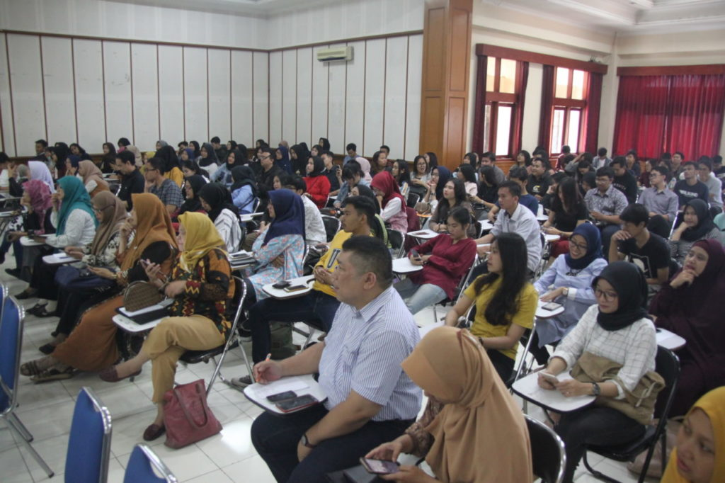 "IMG 0739 1 1024x682 - Prodi Bahasa Inggris menyelenggarakan Wokshop ""Digital Learning to Face Industrial Revolution 4.0"""