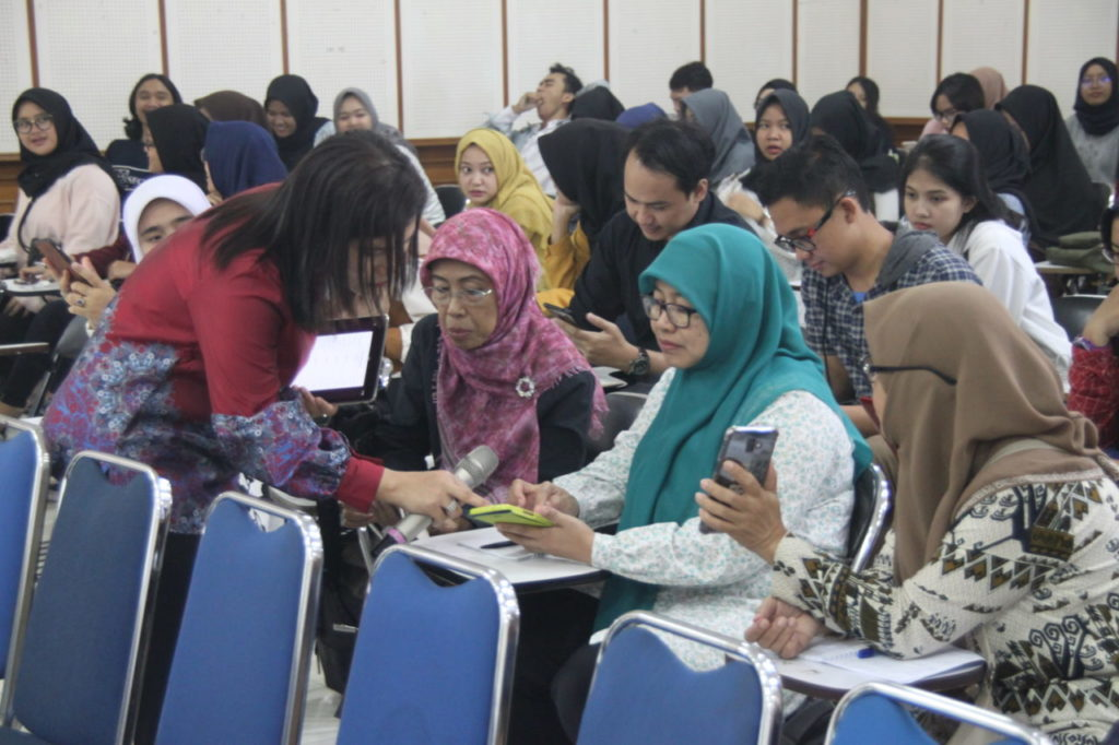 "IMG 0756 1 1024x682 - Prodi Bahasa Inggris menyelenggarakan Wokshop ""Digital Learning to Face Industrial Revolution 4.0"""