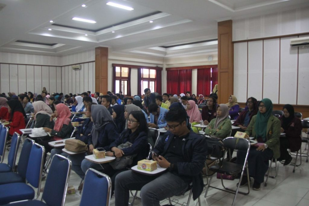IMG 1138 1024x682 - Kompetisi Debat Mahasiswa Indonesia (KDMI) Tingkat LLDIKTI Wilayah IV Tahun 2019