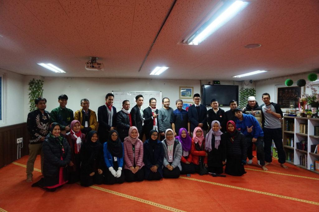sharing bersama buruh migran 1024x682 - Mahasiswa Widyatama Ikuti Program Youth for Movement (Y4M) di Korea