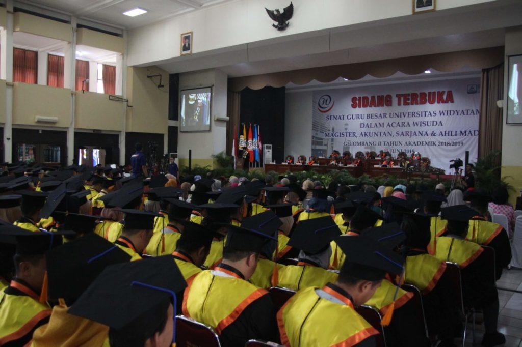 IMG 4020 1024x682 - Universitas Widyatama Wisuda 996 Lulusan Jenjang Diploma sampai Magister