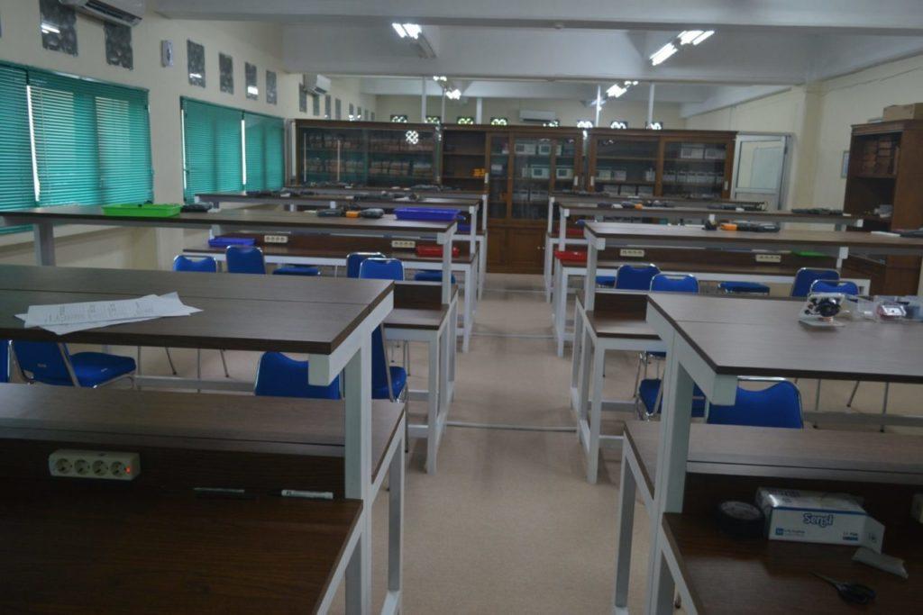 Laboratorium Elektro 1600x1067 1024x683 - Studi Banding Fakultas Teknik Universitas Widyatama ke Universitas Islam Indonesia, Yogyakarta