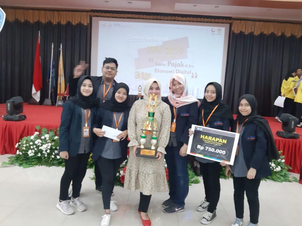 Mahasiswa Fakultas Ekonomi (FE) Universitas Widyatama Venna Yolanda (0116101331), Dinar Fahira Karim (0117101090) dan Fiany Pradita Shanda (0118101012) berhasil meraih prestasi Juara Harapan. Didamppingi oleh Dosen FE