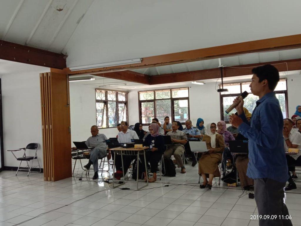 E learning4 1024x768 - Dosen Universitas Widyatama memberikan pelatihan E-learning di STIA Bandung