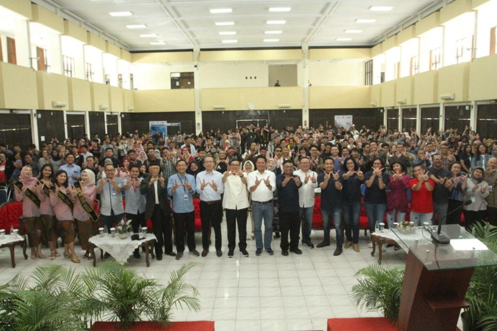IMG 8123 1024x682 - Presiden Direktur PT Amman Mineral Nusa Tenggara (PT AMNT), Rachmat Makassau, memberikan kuliah umum kepada ratusan mahasiswa di Universitas Widyatama