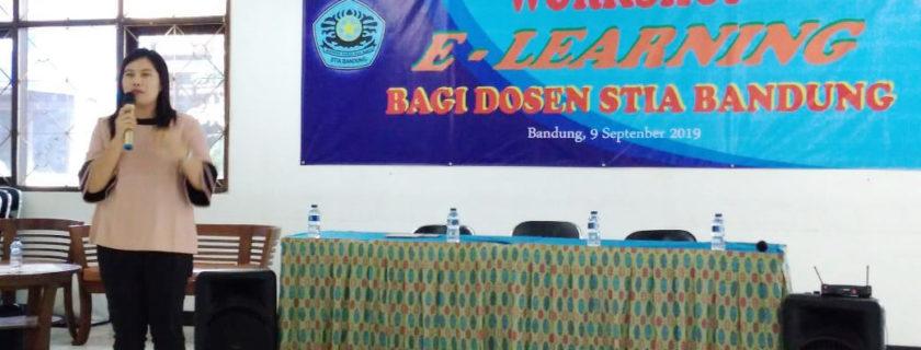 Dosen Universitas Widyatama memberikan pelatihan E-learning di STIA Bandung