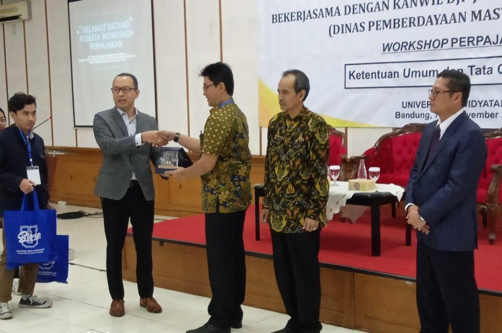 Bumdes2 1024x680 - Universitas Widyatama: Agar Melek Pajak Pengurus BUMDes Di Kabupaten Bandung Mengikuti Pelatihan Perpajakan