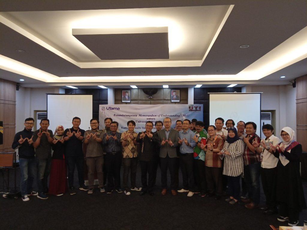 kerjasama universitas Widyatama IJTI Jabar 2 1040x780 1024x768 - Universitas Widyatama Melakukan MoU Dengan Ikatan Jurnalis Televisi Indonesia