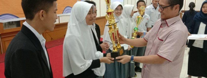 SMAN 1 Cisarua, West Bandung Regency Successfully Won the Business Plan Competition at Widyatama University