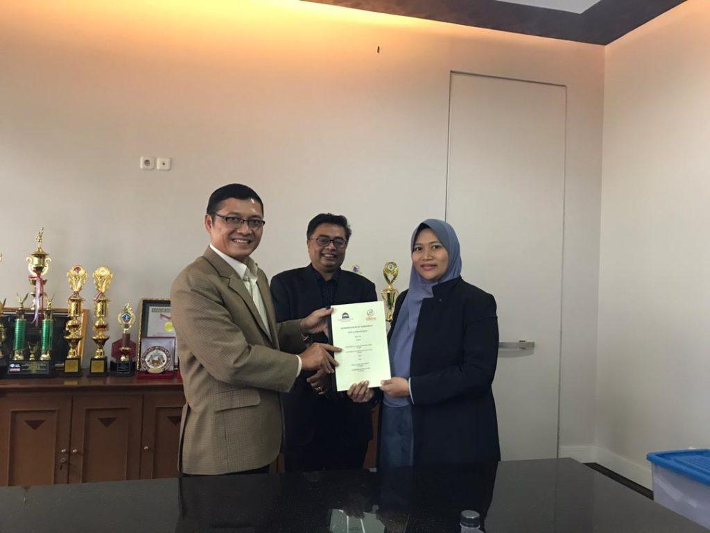 MoA Prof Obi Assoc Prof Dr Madihah Mohd Saudi University Sains Islam Malaysia 1024x768 - Dua Perguruan Tinggi Ternama Malaysia Sengaja Datang Ke Universitas Widyatama Melakukan MoA
