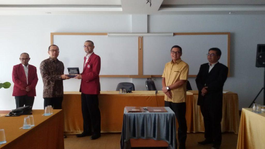 MoU Sangga Buana Dan Universitas Widyatama 4 1024x576 - USB YPKP Collaborated with Prof. Obi Rector Widyatama to Fasten Publishing International Journal