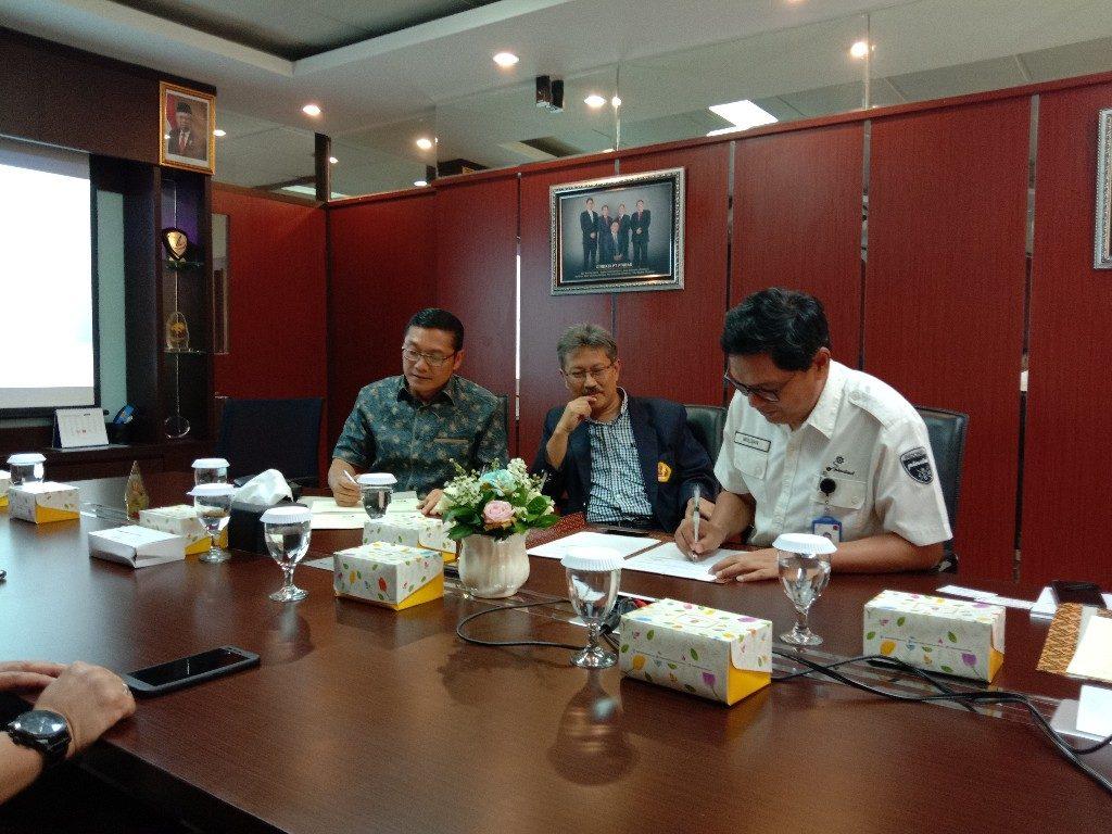 kerjasama Widyatama dan PT pindad 1 1024x768 - Dr. Arry Bainus: Unpad Siap-siap Disalip Universitas Widyatama