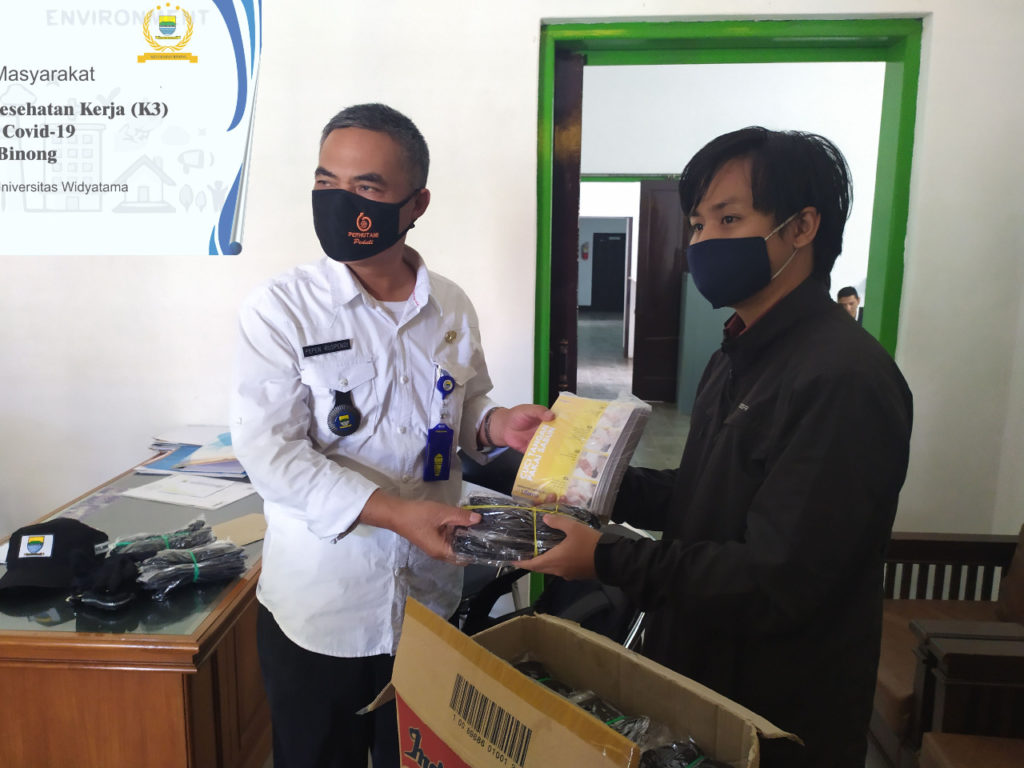 Prodi Teknik Industri Universitas Widyatama Mengedukasi & Membantu Masyarakat Kelurahan Binong Jati Dalam Menerapkan K-3