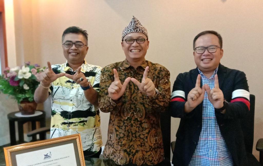 """Prof Mohd Haizam Mohd Saudi Warek III Universitas Widyatama1 1024x648 - Dedikasi Haizam Profesor Dari """"Negeri Jiran"""" Malaysia Menjadikan Universitas Widyatama Kampus Riset Ternama"""