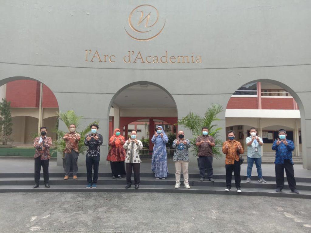 Entris Sutrisno Rektor Universitas Bhakti Kencana Sengaja Mengunjungi Universitas Widyatama Kampus Swasta Ketiga Terbaik Di Jabar