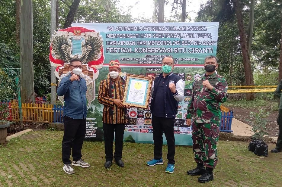 Festival Konservasi Cisanti Universitas Widyatama Penghargaan Lemprid 1 3 - Atas Kepeduliannya Kepada Lingkungan LEPRID & Brigjen Kunto Kasdam III Siliwangi Memberikan Apresiasi Kepada Universitas Widyatama