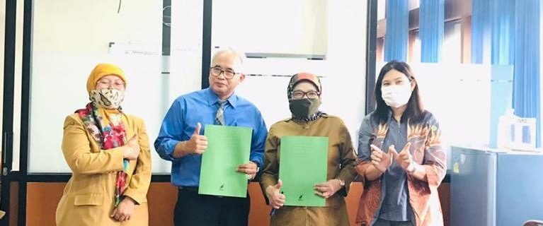 Prodi Bahasa Inggris UTama Memberikan Pelatihan Test TOEFL dan Sertifikat Test TOEFL Kepada Guru dan Siswa SMKN 5 Bandung