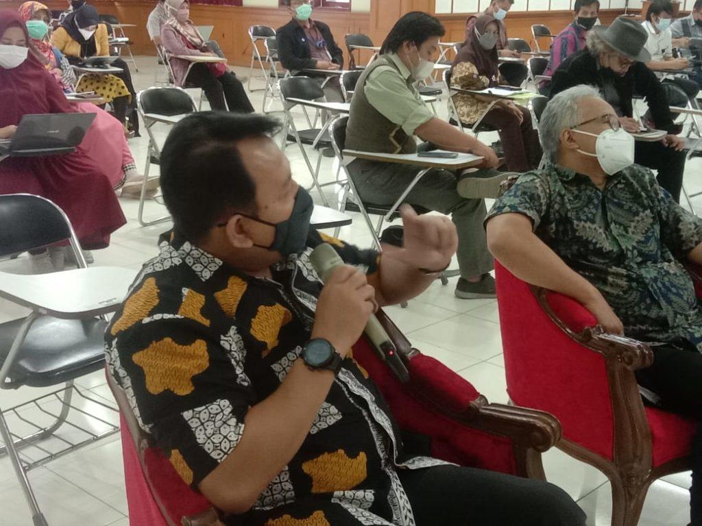 WhatsApp Image 2021 04 16 at 10.37.20 1024x768 - Puluhan Dosen UTama Diberi Pemahaman Kehumasan Akademisi Dari Pakarnya