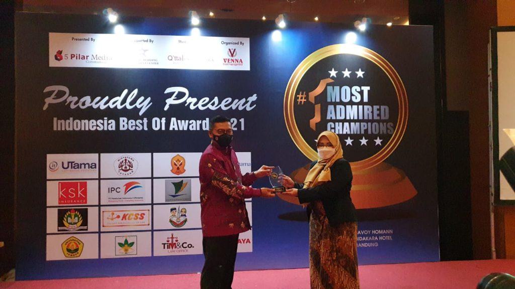 "Dinilai Banyak Melakukan Inovasi Rektor dan Ketua Yayasan Widyatama Diberi Penghargaan ""Indonesia Most Admired Education 2021"""