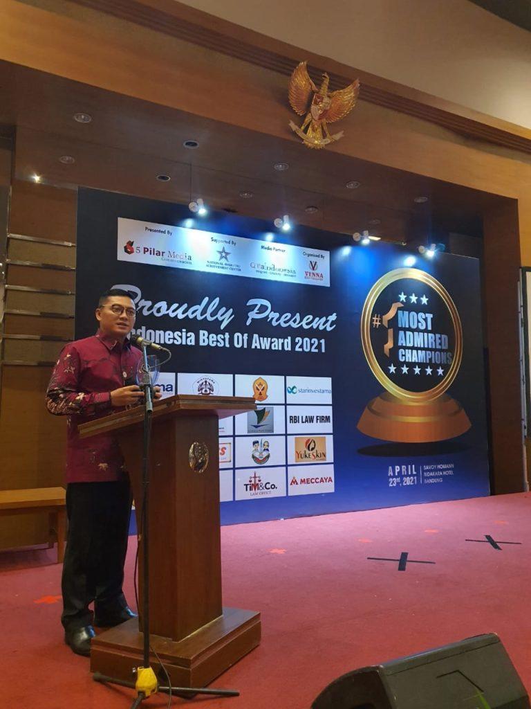"WhatsApp Image 2021 04 26 at 09.55.43 768x1024 - Dinilai Banyak Melakukan Inovasi Rektor dan Ketua Yayasan Widyatama Diberi Penghargaan ""Indonesia Most Admired Education 2021"""