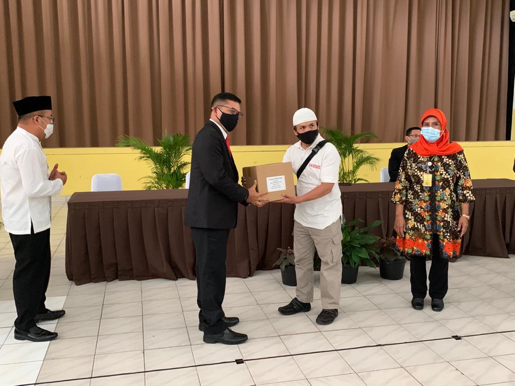 WhatsApp Image 2021 05 07 at 11.00.55 1 - Ungkapan Rasa Syukur Yayasan & Universitas Widyatama Menjelang Lebaran Bagikan 750 Paket Sembako