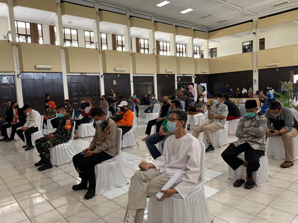 WhatsApp Image 2021 05 07 at 11.00.55 2 - Ungkapan Rasa Syukur Yayasan & Universitas Widyatama Menjelang Lebaran Bagikan 750 Paket Sembako