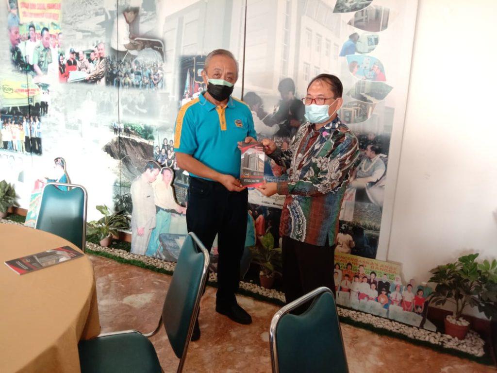 Bantu Vaksinasi 14.000 Guru, Tenaga Kependidikan dan Lansia Masyarakat Tionghoa Peduli Memberikan Penghargaan Kepada Universitas Widyatama