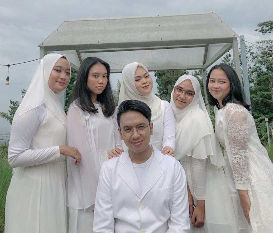 """WhatsApp Image 2021 06 09 at 21.35.07 2 - Vocal Grup Universitas Widyatama Raih Juara Pertama Ajang """"Singing Competition 2021"""" se-Jabar & DKI Jakarta"""
