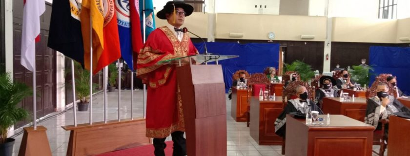 Prof. H. Obi, Rector of UTama Inaugurated 2006 New Students No. 1 Private Campus in Bandung City